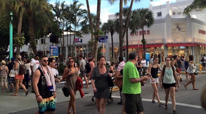 в Майами на сотню местных жителей приходится более 1640 приезжих