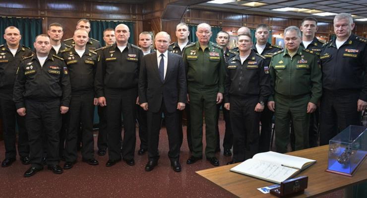 Путин призвал укрепить статус России как ведущей морской державы