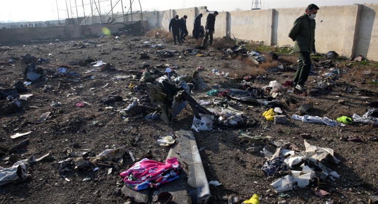 Анархия на месте крушения украинского самолета в Иране
