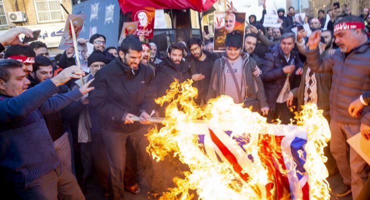 Иранцы сожгли флаг Велекобритании