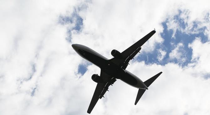 Самолет слил топливо на школу