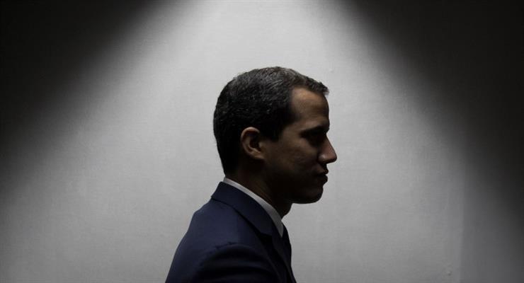В Венесуэле штурмуют офисы Гуайдо