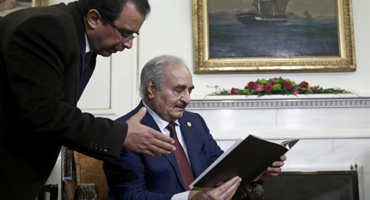 Правительство в Триполи обвинило Хафтар в ракетном обстреле в аэропорту столицы