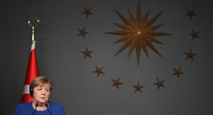 Меркель призывает Албанию и Северную Македонию начать переговоры с ЕС