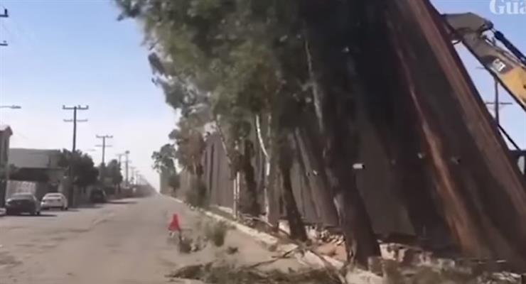 Сильный ветер сдул стену Трампа вдоль границы с Мексикой