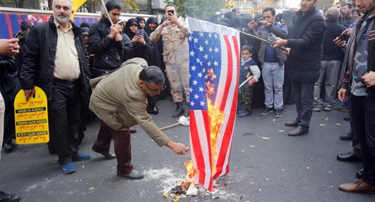 Бизнес по производству флагов США, Израиля и Великобритании процветает в Иране