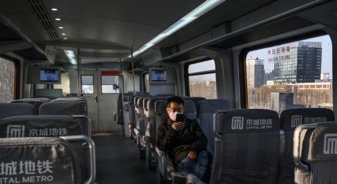 Обязательная проверка температуры пассажиров в пекинском метро