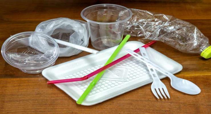 Франция останавливает производство пластиковой тары