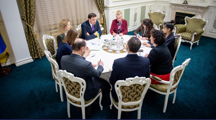 Олексій Гончарук зустрівся з головою посольства Великобританії в Києві Меліндой Сімонс