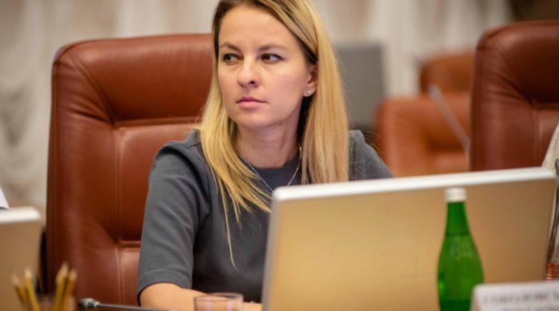 міністр соціальної політики України Юлія Соколовська запропонувала самим збирати на старість