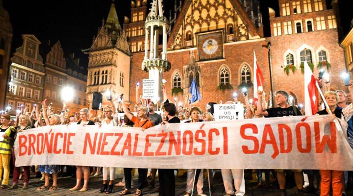 парламент Польши запретил всем судьям выступать против реформы правосудия