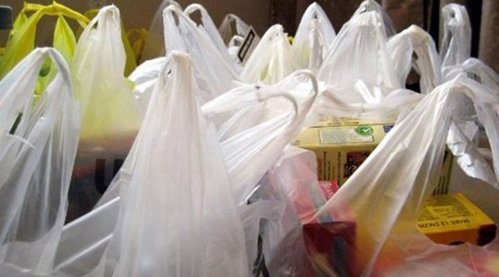 Пекин собирается запретить использование пластиковых пакетов и трубочек для напитков