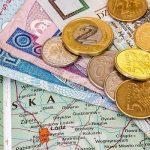 Які зарплати отримують українці в Польщі