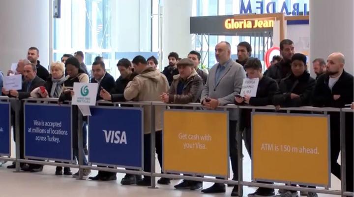 в аеропорту Стамбула представникам туроператорів заборонено використовувати таблички