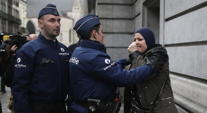 Бельгийские полицейские выстрелили в женщину, нападавшую на людей с ножом