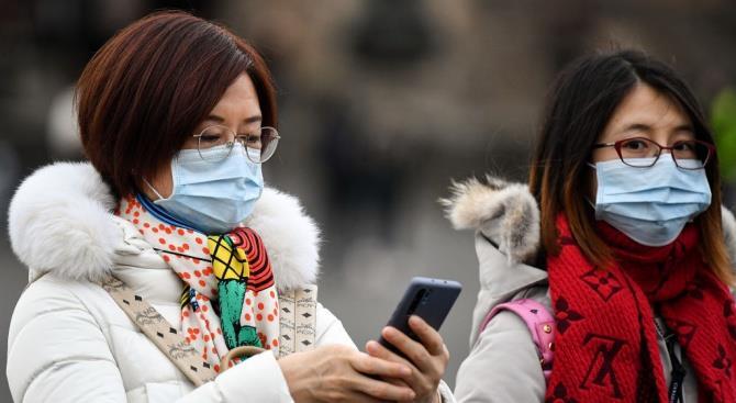Ватикан отправил сотни тысяч медицинских масок в Китай