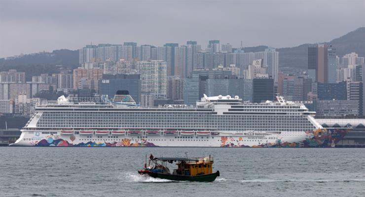 Карантин на двух круизных лайнерах с более чем 6000 человек из-за коронавируса