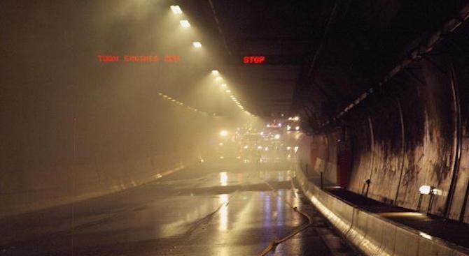 В результате аварии в тоннеле погиб один человек, 49 ранено