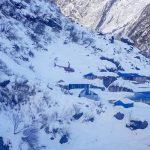 По меньшей мере 8 спасателей погибли и 20 исчезли в результате двух лавин в Турции
