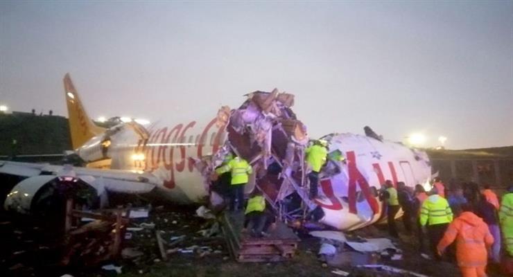 Пассажирский самолет разбился в Стамбуле