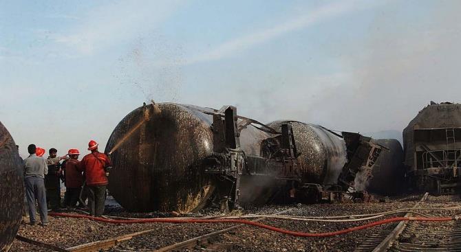 В Канаде поезд сошел с рельсов и загорелся