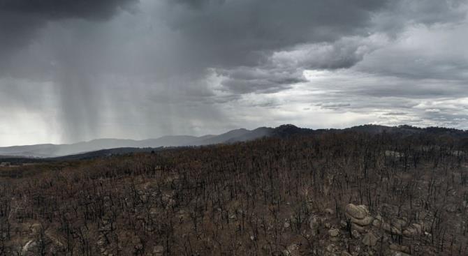 Проливные дожди в Австралии вызвали наводнения, но потушили пожары