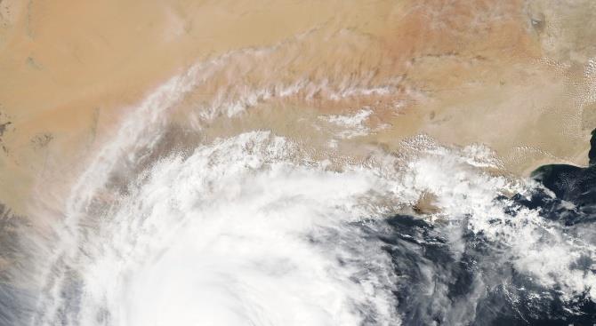 Тропический циклон приближается к Австралии