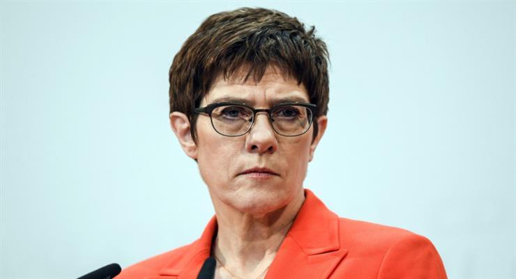 Аннегрет Крамп-Карренбауэр уходит из руководства ХДС