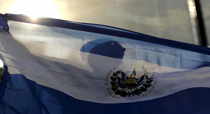 Военные и полиция вторгаются в парламент Сальвадора (ВИДЕО)
