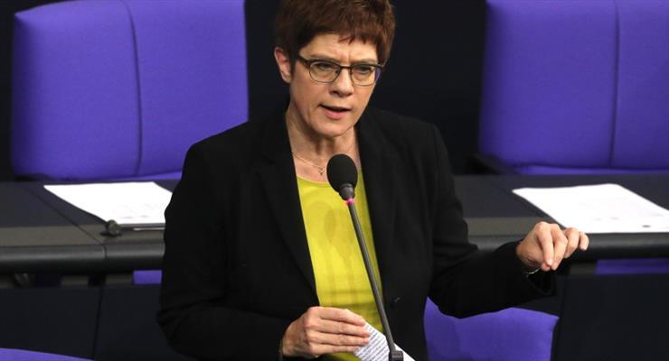 Политическое землетрясение в Берлине: Крамп-Каренбауэр уходит в отставку