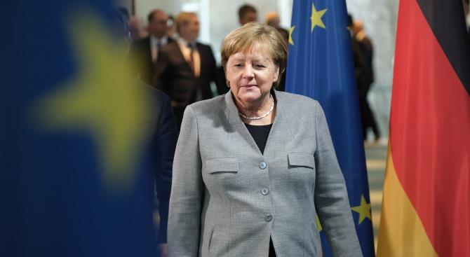 Меркель высоко оценила экономическое развитие Венгрии перед встречей с Орбаном