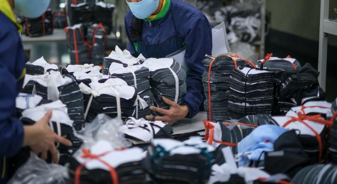 Узбекистан отправил 40 тонн защитных материалов в Китай
