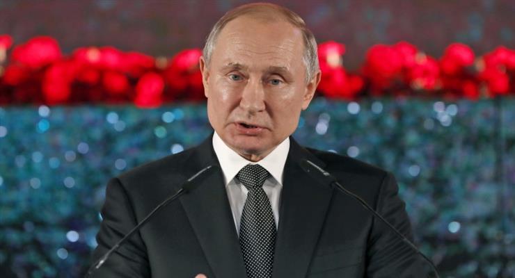 Рейтинг Путина падает с 59% до 35%, но россияне не находят альтернативы