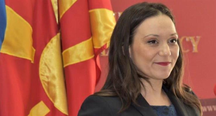 В середине дня македонские депутаты уволили своего социального министра