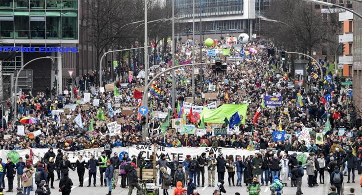 10 000 человек присоединились к Грете Тунберг в климатической акции протеста в Гамбурге