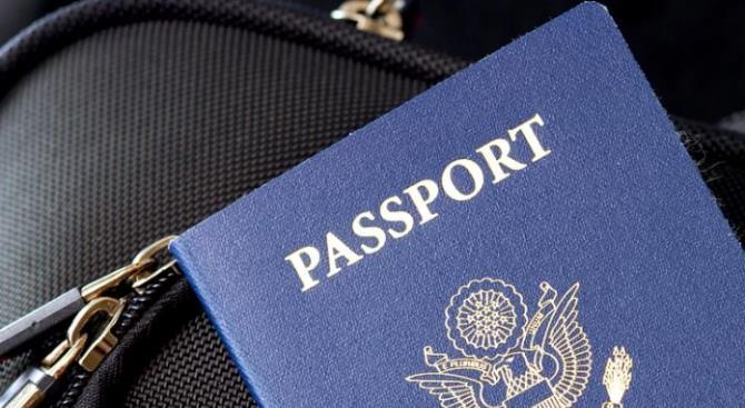 Великобритания снова выдаст синие паспорта