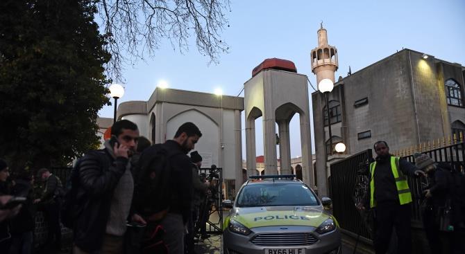 Человеку, напавшему на центральную лондонскую мечеть, было предъявлено обвинение