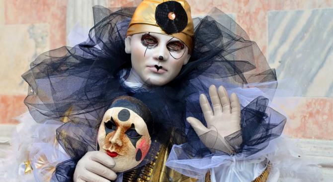 Коронавирус остановил карнавал в Венеции