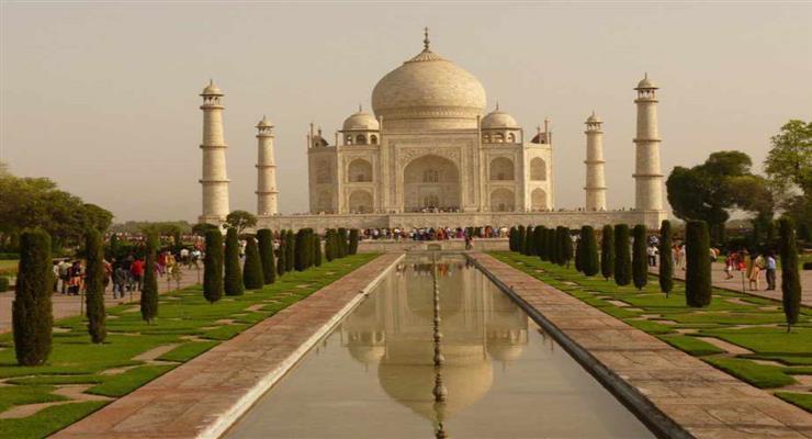 Визит Дональда Трампа в Индию привел к очистке Тадж-Махала