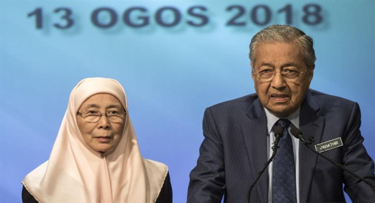 Премьер-министр Малайзии Махатхир Мохамад подал в отставку