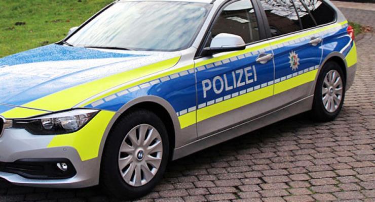 В Германии во время парада автомобиль врезался в толпу людей