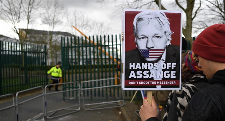 Ассанж: я не могу говорить со своими адвокатами, они шпионят за мной