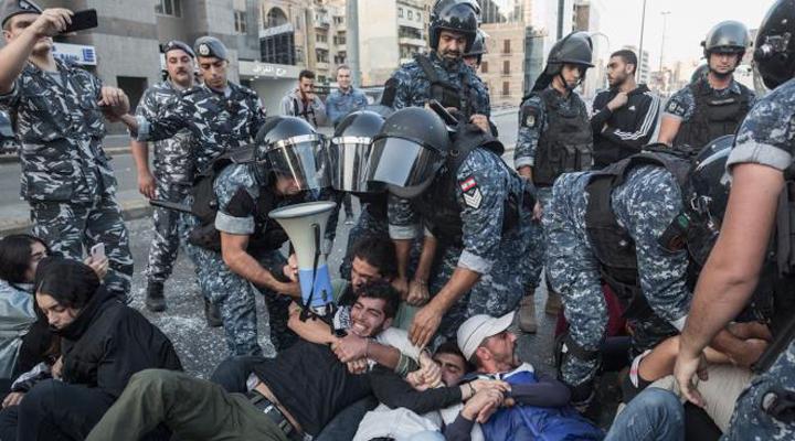 столкновения между протестующими и полицией в Бейруте