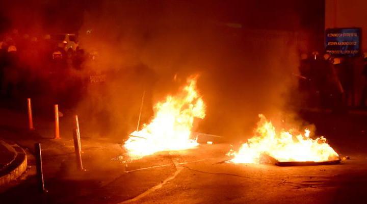 столкновения вспыхнули на греческих островах Лесбос и Хиос