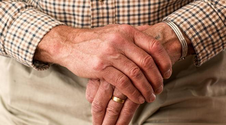 101-річний чоловік одужує від COVID-19