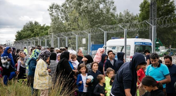 Австрия отправляет полицейских в Венгрию для защиты от потока беженцев