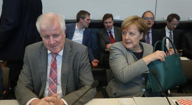 Немецкий министр отказался пожать руку Меркель из-за коронавируса
