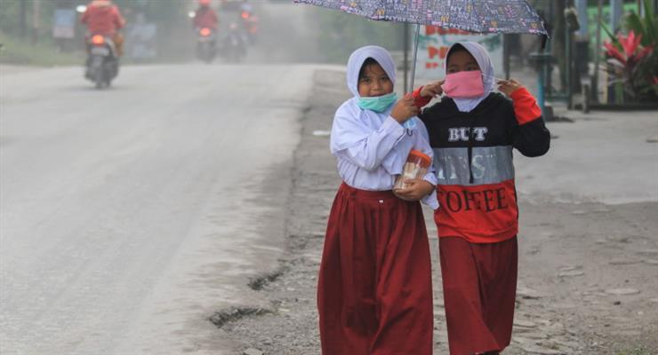 Самый активный вулкан Индонезии извергся
