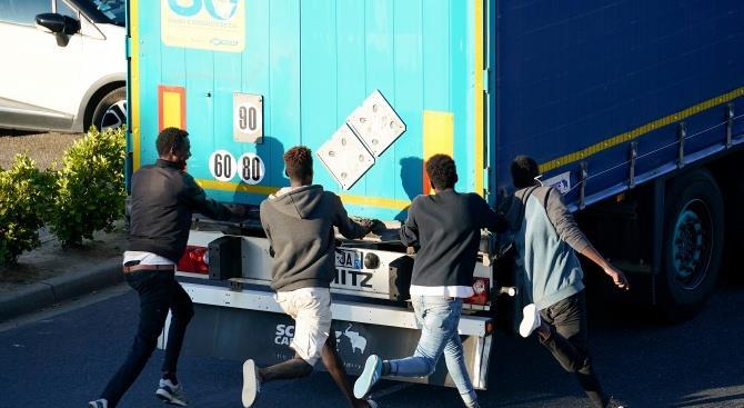 Румынская полиция задержала афганцев, которые тайно садились в грузовик в Болгарии