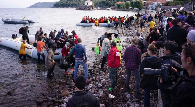 Злые жители Лесбоса отогнали судно с мигрантами